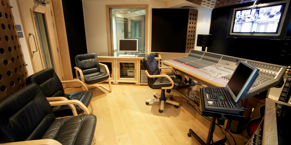 Fantastic Pro Audio Recording Studio Near London Producing A High Quality Largest Home Design Picture Inspirations Pitcheantrous